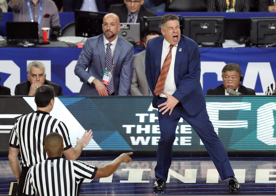 Auburn Tigers head coach Bruce Pearl reacts after a foul call during the Final Four. (Photo credit: USAT)