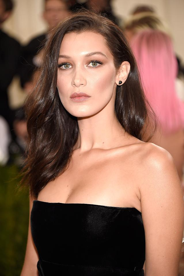 <p>At the Met Gala in 2016, Hadid kept her makeup subtle and bronzed. </p>