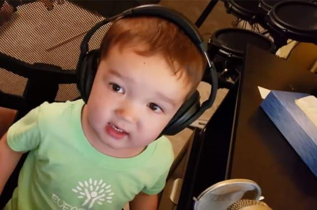 Talented two-year-old beautifully sings Elvis classic