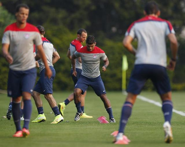 United States' DeAndre Yedlin, center, works out with teammates during a training session in Sao Paulo, Brazil, Tuesday, June 17, 2014. The United States will play against Portugal in group G of the 2014 soccer World Cup on June 22. (AP Photo/Julio Cortez)