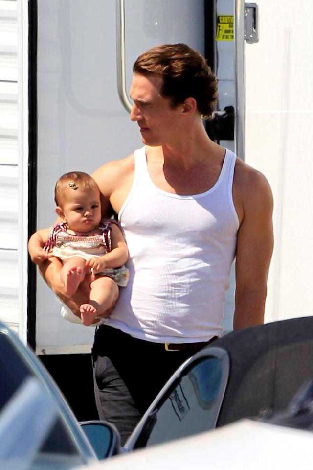 """The """"Tropic Thunder"""" star's adorable daughter Vida, who will be 8 months old on September 3, is still so tiny her dad can carry her with one arm! Johnstone/Beef/<a href=""""http://www.splashnewsonline.com"""" target=""""new"""">Splash News</a> - August 17, 2010"""