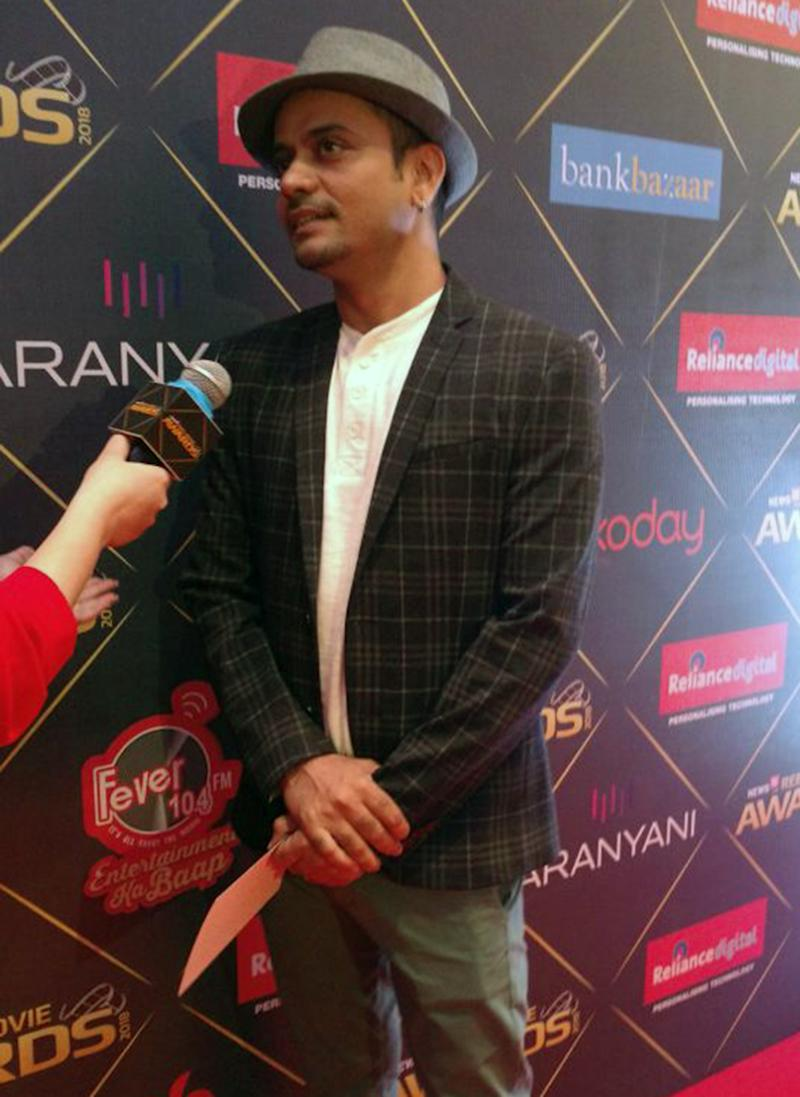 'Best Dialogues' nominee writer Amitosh Nagpal give media bytes on the red carpet at the News18 REEL Movie Awards. (Image: News18)