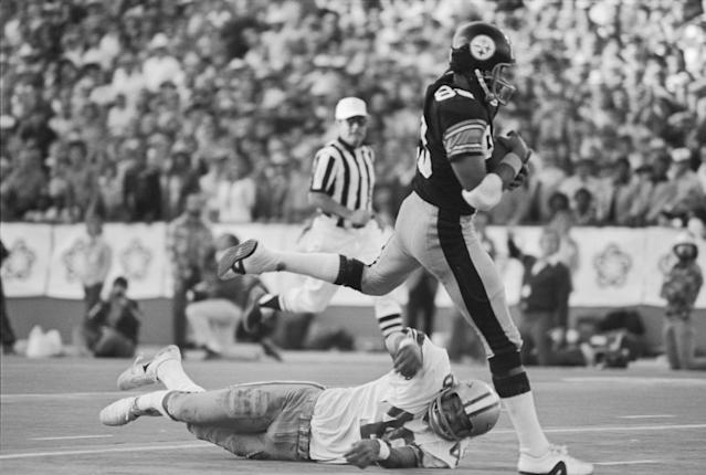 Lynn Swann scores a fourth-quarter touchdown in Super Bowl X (Getty)
