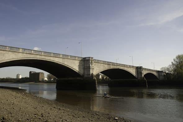 Chiswick Bridge London disappears from Google Maps