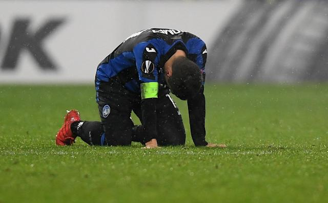Soccer Football - Europa League Round of 32 Second Leg - Atalanta vs Borussia Dortmund - Stadio Atleti Azzurri, Bergamo, Italy - February 22, 2018 Atalanta's Alejandro Gomez looks dejected REUTERS/Alberto Lingria
