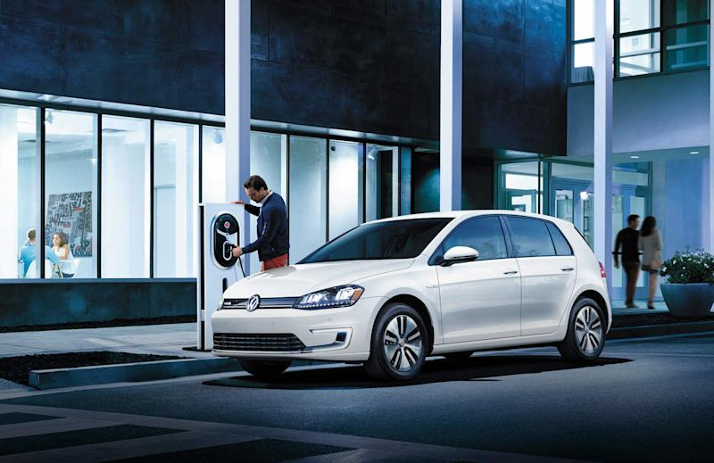 Volkswagen's fuel-sipping, tech-packed 2017 Golf to debut in early November