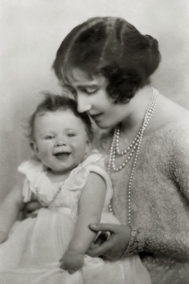 <p>Princess Elizabeth with her mother, The Duchess of York, in 1927.</p>