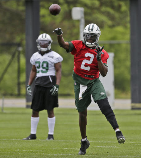 New York Jets quarterback Teddy Bridgewater throws during practice at the NFL football team's training camp in Florham Park, N.J., Tuesday, May 22, 2018. (AP Photo/Seth Wenig)
