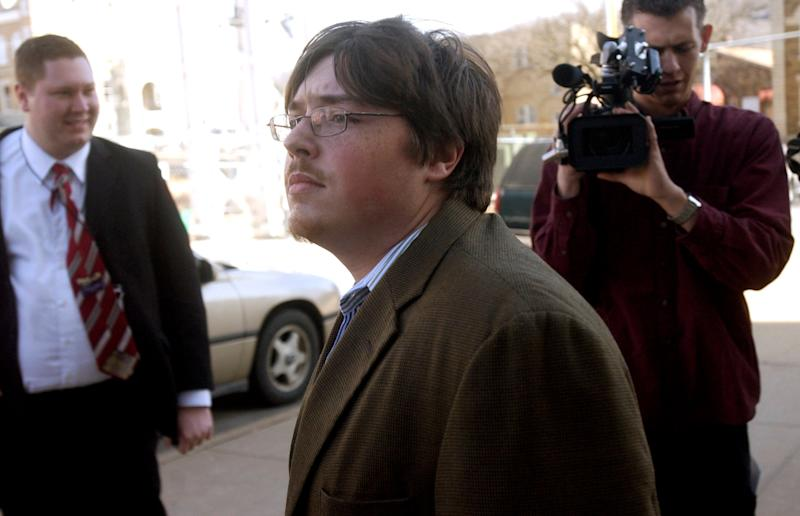 Johnson (center) walks past members of the media during his 2008 trial in Fayetteville, Arkansas, forpossession of a firearm while either being a user or being addicted to a controlled substance. (Photo: ASSOCIATED PRESS)