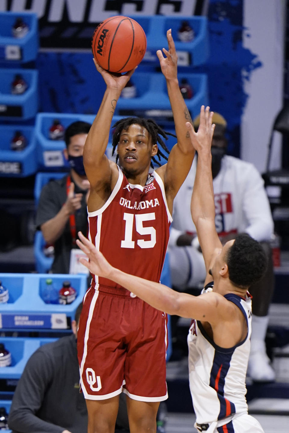 Oklahoma guard Alondes Williams, left, shoots in front of Gonzaga guard Jalen Suggs in the first half of a college basketball game in the second round of the NCAA tournament at Hinkle Fieldhouse in Indianapolis, Monday, March 22, 2021. (AP Photo/AJ Mast)