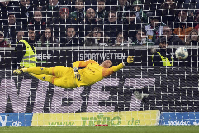 Borussia Monchengladbach goalkeeper Yann Sommer stretches for the ball during the German Bundesliga soccer match against FSV Mainz 05, at Borussia-Park in Monchengladbach, Germany, Saturday Jan. 25, 2020. (Federico Gambarini/dpa via AP)