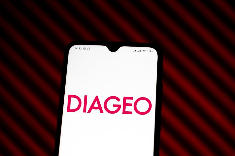 BRAZIL - 2020/01/13: In this photo illustration the Diageo logo is seen displayed on a smartphone. (Photo Illustration by Rafael Henrique/SOPA Images/LightRocket via Getty Images)