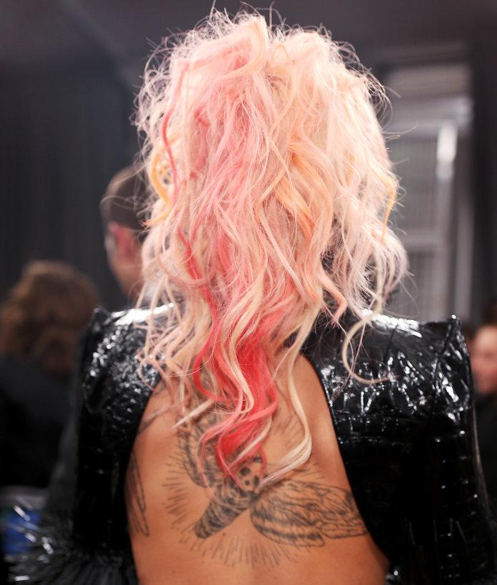 Lady Gaga S Pink Hair Took The Monochromatic Beauty Trend