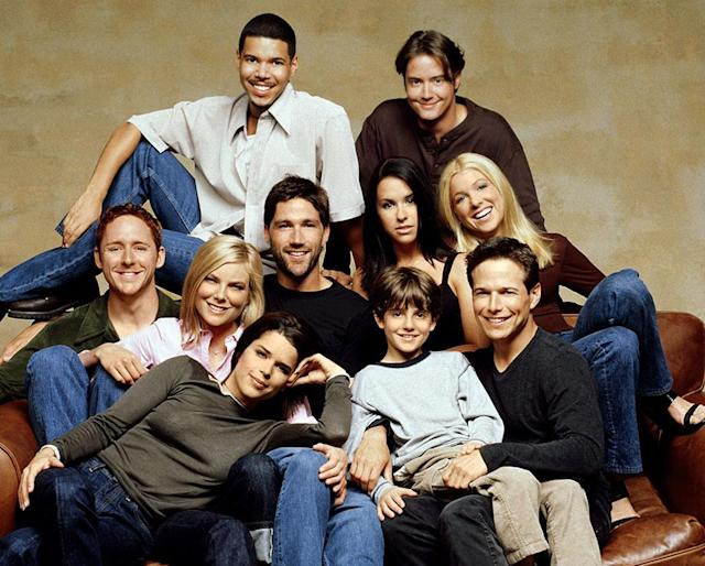 PARTY OF FIVE, top row, from left: Wilson Cruz, Jeremy London, middle row: Scott Grimes, Paula Devicq, Matthew Fox, Lacey Chabert, Jennifer Aspen, front row: Neve Campbell, Jacob Smith, Scott Wolf, (Season 6)