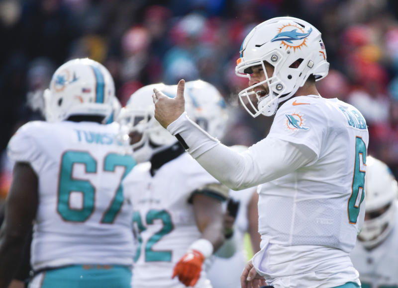 Miami Dolphins quarterback Jay Cutler said he'd like to play again in 2018. (AP)