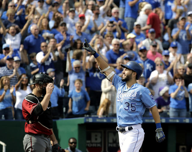 "Could the Royals be angling to re-sign <a class=""link rapid-noclick-resp"" href=""/mlb/players/8857/"" data-ylk=""slk:Eric Hosmer"">Eric Hosmer</a>? Monday's trade with the A's looks like it. (AP)"