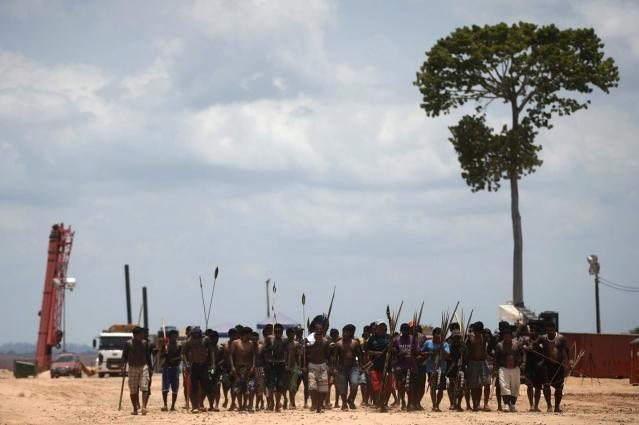 Dozens of Amazonian Indians, fishermen and local residents block heavy machinery being used to construct the Belo Monte hydroelectric dam in protest against what they call the violation of their rights, in Vitoria do Xingu near Altamira, October 9, 2012. Some 150 people opposed to the dam and its ecological impact and displacement of local villages paralyzed the construction during the night, forcing workers to leave their posts, according to the leaders of the protest. REUTERS/Lunae Parracho (BRAZIL - Tags: SOCIETY ENVIRONMENT ENERGY POLITICS CIVIL UNREST)