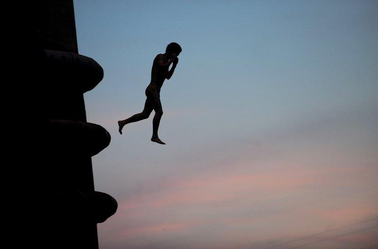 Photo taken on July 25, 2011 shows a Chinese boy diving into the Yangtze River in Wuhan