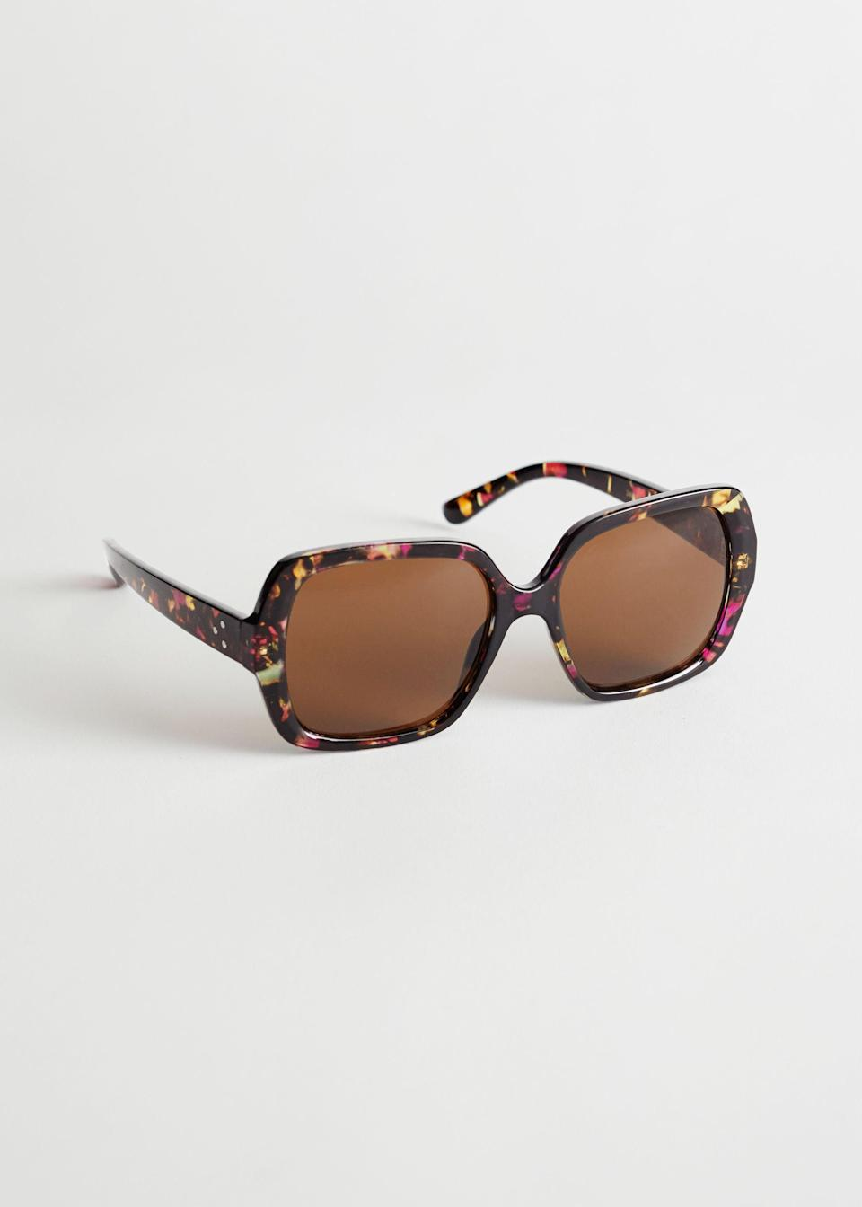 """<br> <br> <strong>& Other Stories</strong> Squared Tortoise Sunglasses, $, available at <a href=""""https://go.skimresources.com/?id=30283X879131&url=https%3A%2F%2Fwww.stories.com%2Fen_usd%2Faccessories%2Fsunglasses%2Fproduct.squared-tortoise-sunglasses-purple.0859943001.html"""" rel=""""nofollow noopener"""" target=""""_blank"""" data-ylk=""""slk:& Other Stories"""" class=""""link rapid-noclick-resp"""">& Other Stories</a>"""