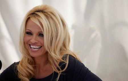 FILE PHOTO: Actress Pamela Anderson answers a question at a news conference to announce the launch of the online social platform FrogAds.com, in West Hollywood, California March 22, 2012.   REUTERS/Mario Anzuoni/File Photo