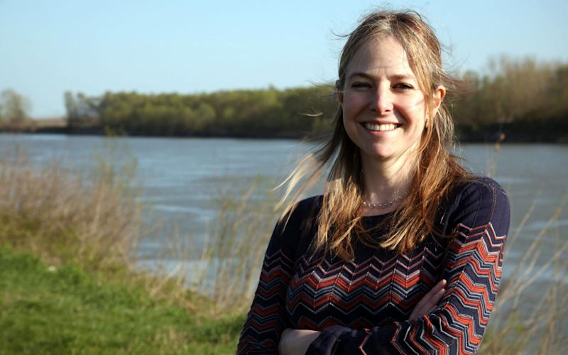 Prof Alice Roberts saysit's a good rule not to eat when you're not hungry - BBC