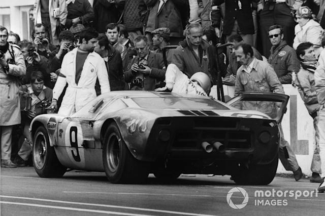 "#9 Ford GT40: Pedro Rodriguez, Lucien Bianchi <span class=""copyright"">LAT Images</span>"