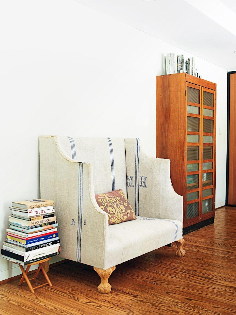 <p>Thanks to a high-back settee, this reading nook is packed with charm.</p>