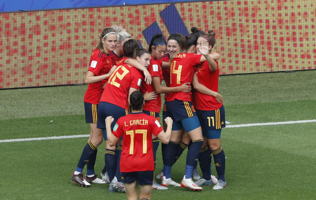 Spain's Jennifer Hermoso celebrates with teammates after scoring her side's first goal during the Women's World Cup round of 16 soccer match between Spain and United States at Stade Auguste-Delaune in Reims, France, Monday, June 24, 2019. (AP Photo/Thibault Camus)