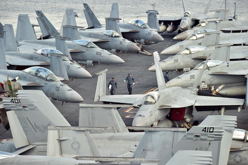 The flight deck of US aircraft carrier the USS George Washington in Busan on July 11, 2014 (AFP Photo/Jung Yeon-Je)