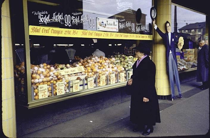 """<p>Grocery stores mimicked the strategy that department stores used to lure customers in with window displays. The concept, started <a href=""""https://impulsepop.co.uk/the-history-of-store-displays/"""" rel=""""nofollow noopener"""" target=""""_blank"""" data-ylk=""""slk:by Harry Gordon Selfridge"""" class=""""link rapid-noclick-resp"""">by Harry Gordon Selfridge</a>, aimed to make store windows an attraction and began in 1914. </p>"""