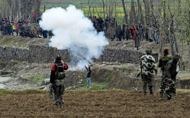Kashmir: Police exercise exemplary restraint to save lives of civilians in Yaripora