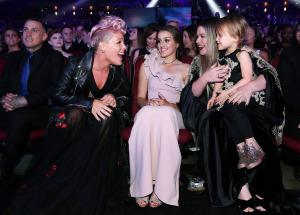 Pink, Savannah, Kelly Clarkson and River