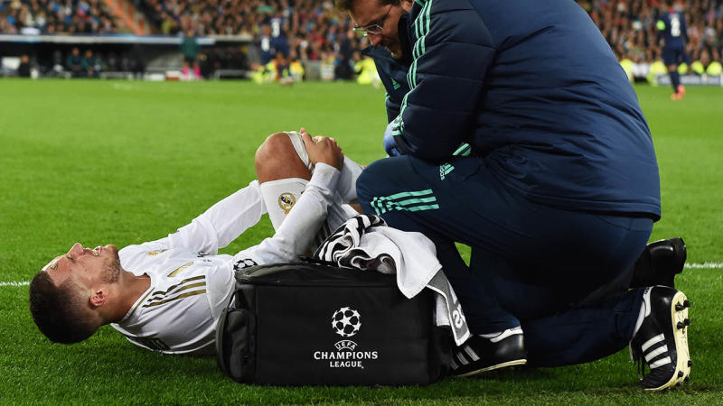 Eden Hazard in pain following a knock against PSG. (Getty Images)