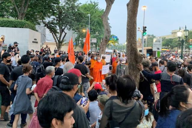 Thai monks ordered not to join protests