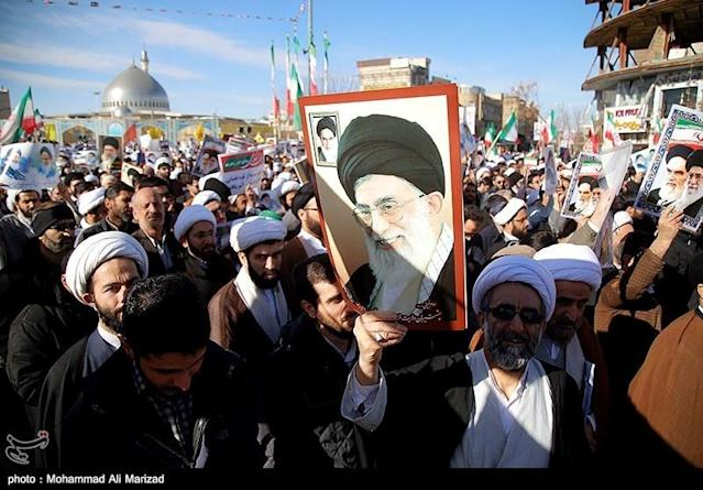<p>People take part in pro-government rallies, Iran, Jan. 3, 2018. (Photo: Tasnim News Agency/Handout via Reuters) </p>