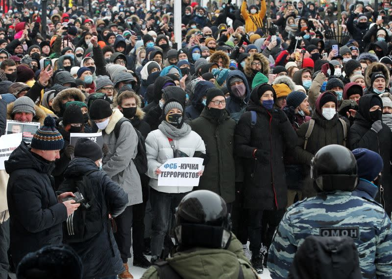 Navalny supporters protest his arrest in Kazan