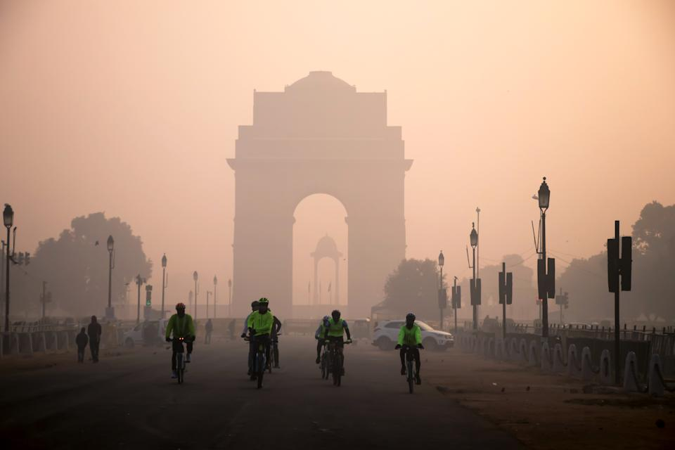Image of winter fog scene in Delhi with India gate as a background
