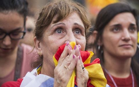 Pro-independence supporters react as they wait to hear the result of the vote on friday - Credit: Bloombger