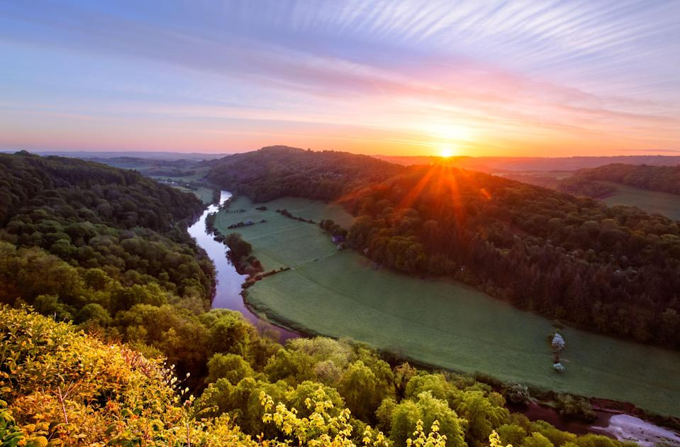 Sunrise over the River Wye in Gloucestershire, England. (Photo: joe daniel price via Getty Images)