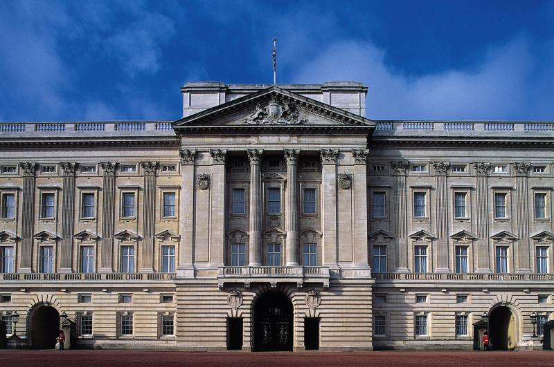 UNITED KINGDOM - JANUARY 22: Facade of Buckingham Palace, London residence of the reigning monarch of the United Kingdom, London, England, United Kingdom. (Photo by DeAgostini/Getty Images)
