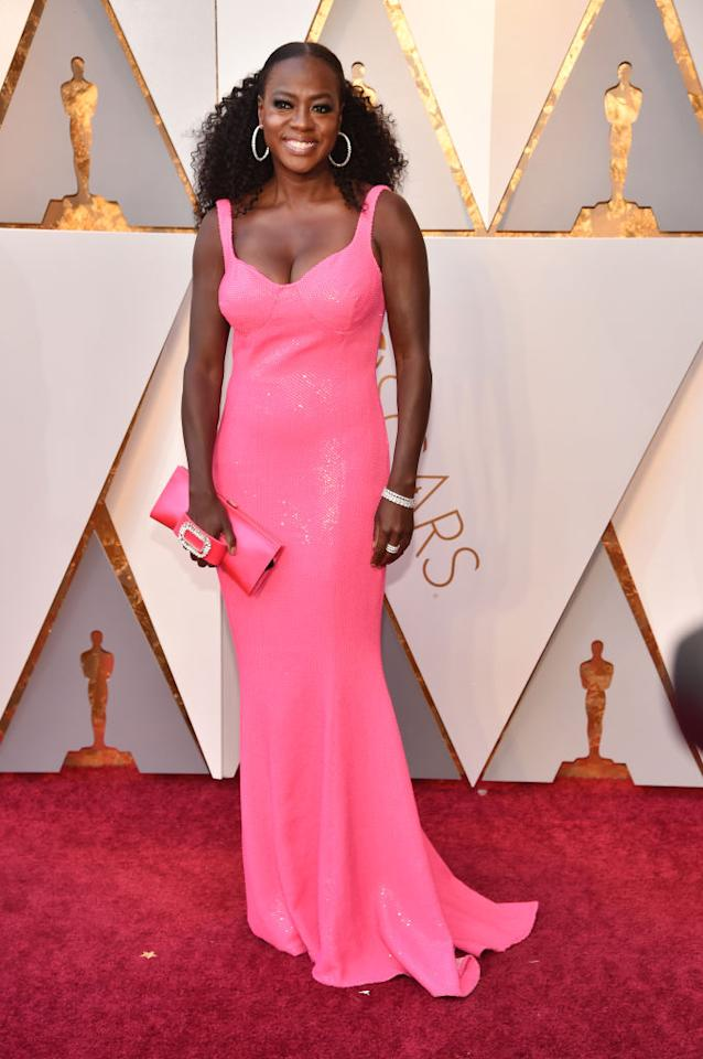 2017 Oscar-winning actress Viola Davis was pretty in a pink, sequined Michael Kors gown. (Photo: Getty Images)