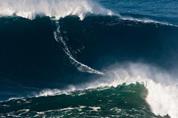 Hawaiian surfer breaks wave-riding record in Portugal