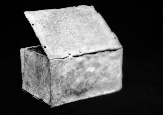 """The box that contained Richard the Lionheart's preserved heart. Translated, the inscription reads """"Here is the heart of Richard, King of England."""""""