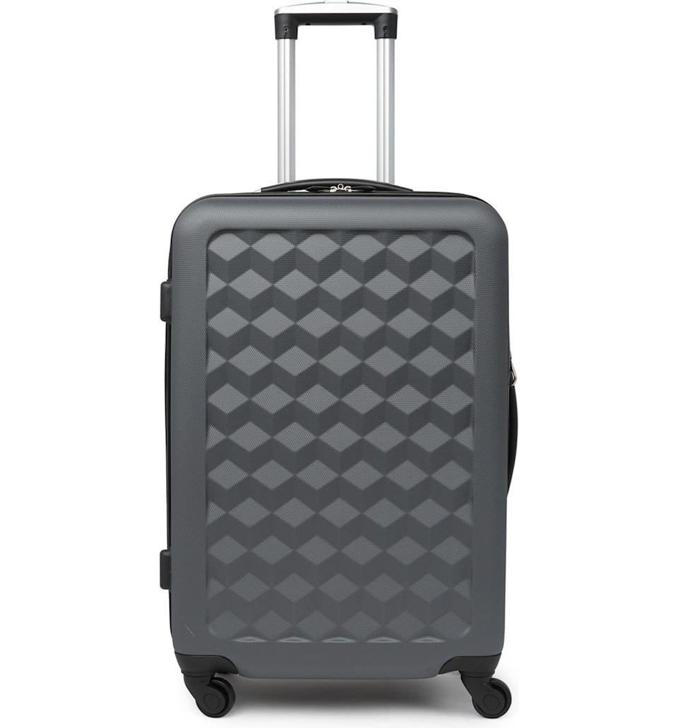 """<p><strong>Samsonite</strong></p><p>nordstromrack.com</p><p><a href=""""https://go.redirectingat.com?id=74968X1596630&url=https%3A%2F%2Fwww.nordstromrack.com%2Fs%2Fsamsonite-geo-hardshell-24-spinner-luggage%2F6058415&sref=https%3A%2F%2Fwww.esquire.com%2Fstyle%2Fmens-accessories%2Fg36675557%2Fluggage-sale-nordstrom%2F"""" rel=""""nofollow noopener"""" target=""""_blank"""" data-ylk=""""slk:Shop Now"""" class=""""link rapid-noclick-resp"""">Shop Now</a></p><p><strong><del>$260</del> $90 (65% off)</strong></p>"""