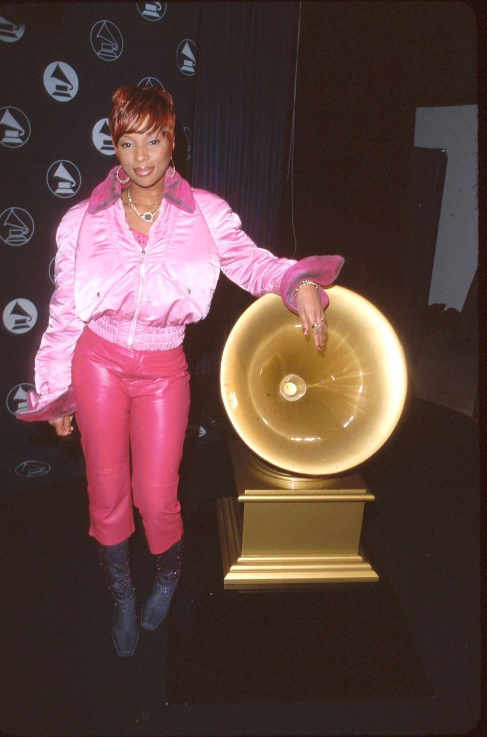 <p>Was this taken at the Grammys or Barbie's Malibu Dream House?! Mary J. Blige showed up to the 2000 Grammys rocking a pink puffer coat and pink leather pants. Ken, wya?</p>