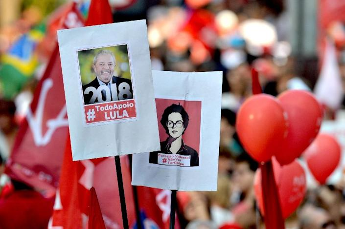 Unionists and members of the Workers Party (PT) demonstrate in support of former Brazilian president Luiz Inacio Lula da Silva in Sao Paulo, Brazil on March 18, 2016 (AFP Photo/Nelson Almeida)