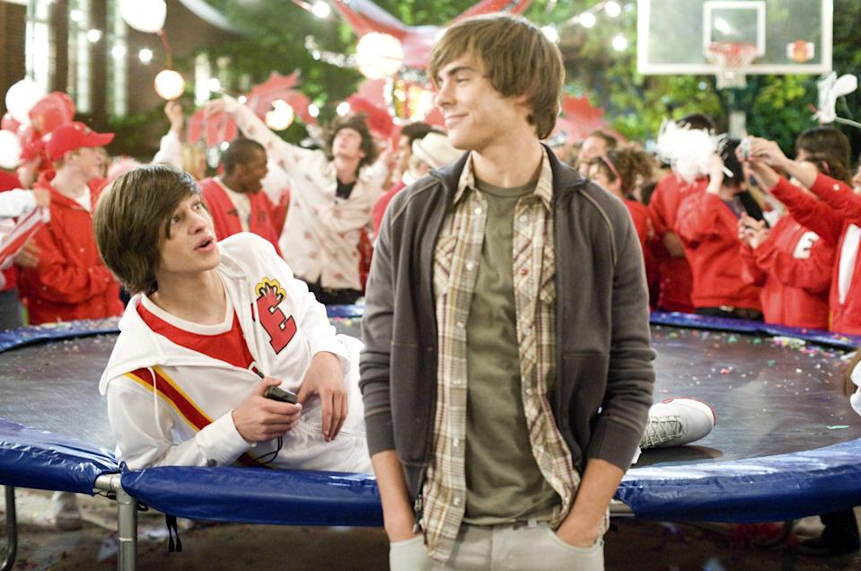 HIGH SCHOOL MUSICAL 3: SENIOR YEAR, Zac Efron (front), 2008. Ph: John Bramley/Walt Disney Co./courtesy Everett Collection