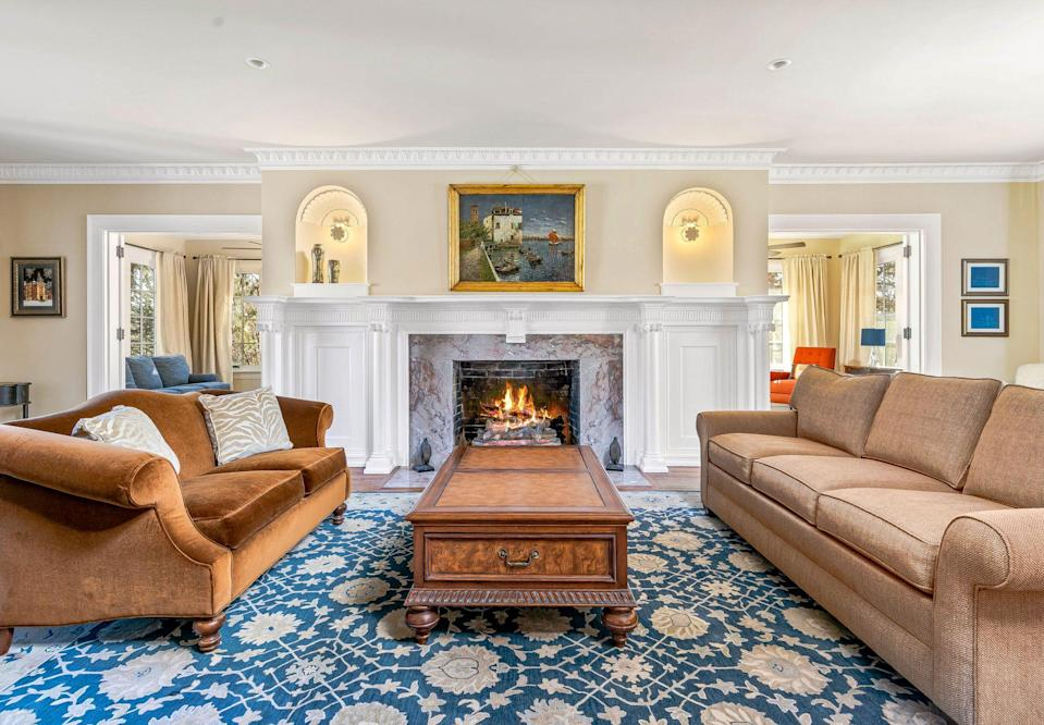<p>We could stay in this room for hours, especially with that fireplace.</p>