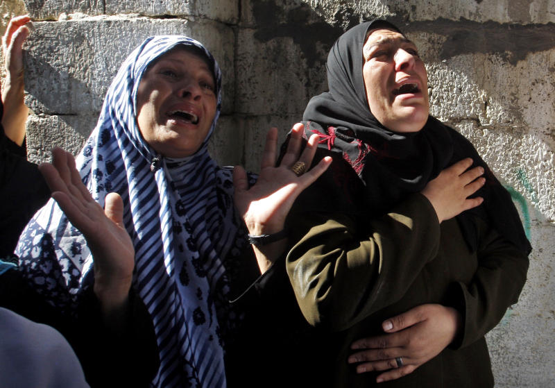 Palestinian women react during the funeral of Hamas militant Mohammed Al Qanoah in Gaza City, Tuesday, Nov. 13, 2012. A Palestinian health official said Al Qanoah has died of wounds sustained in an Israeli airstrike on Saturday, Nov. 10, 2012. His death brings to seven the number of Gazans killed in Israeli airstrikes since Saturday. (AP Photo/Hatem Moussa)
