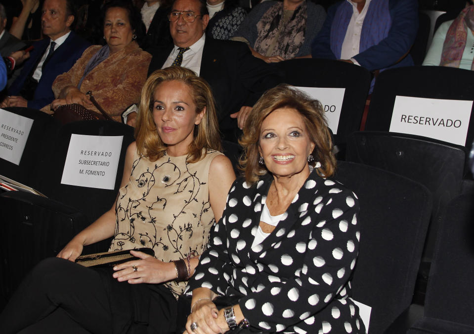 MADRID, SPAIN - APRIL 22:  (L-R) Rocio Carrasco and Maria Teresa Campos attend the presentation of the Rocio Jurado stamp in the 10th anniversary of her death at the Royal Theatre on April 22, 2016 in Madrid, Spain.  (Photo by Europa Press/Europa Press via Getty Images)
